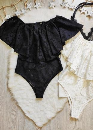 Черный цельный сдельный ажурный купальник гипюр с цветочной вышивкой рюшами воланами