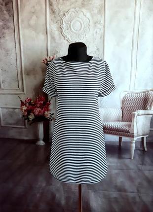 Стильное платье полоска