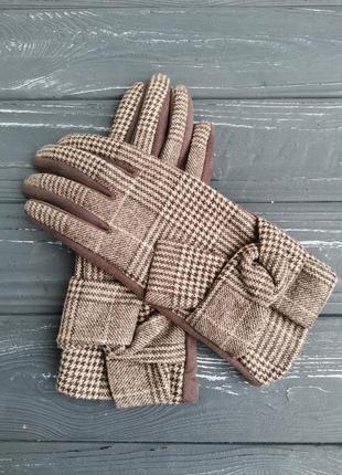 Красивые трикотажные перчатки в клетку
