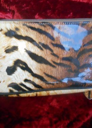 Красивый клатч из натуральной пресованной  кожи леопардовой расцветки