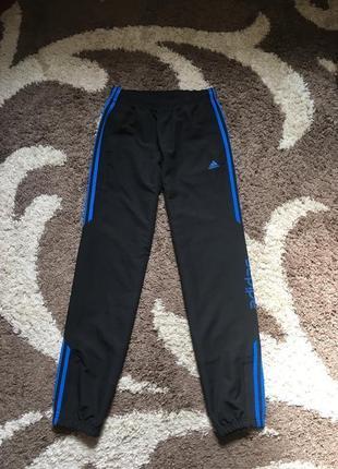 Чорні спортивні штани adidas на резинках