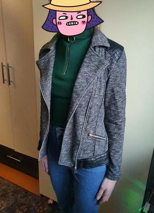 Сірий піджак зі шкіряними вставками