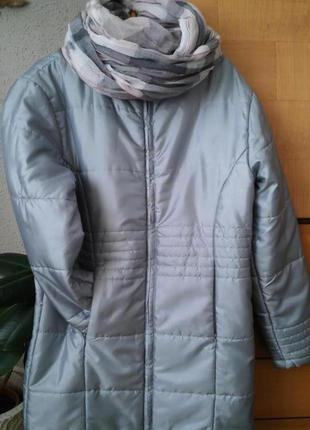 Демисезонная куртка модного серебристого цвета