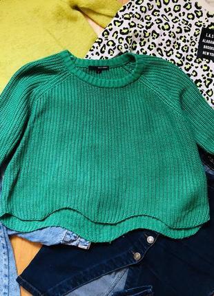 Яркий свитер кофта