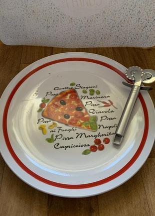 Тарелка и нож для пиццы