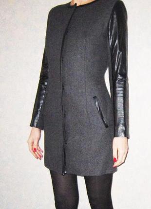 Стильное женское пальто из серой шерсти
