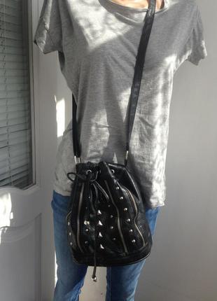 Спеши!крутая сумка-мешок с заклепками через плечо