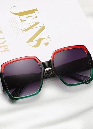 Стильные женские крупные солнцезащитные очки трехцветные черные зеленые красные