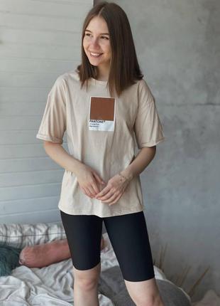 Свободная футболка с принтом pantone стильная