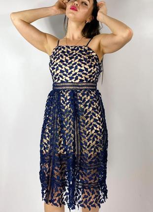 Платье миди с кружевами