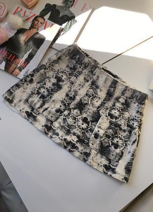 Шикарная актуальная твидовая юбка с карманами и рсунком по ткани zara