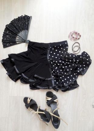 Юбка для танцев черная с белым горохом внутри есть шорты, в отличном состоянии, размер s-m