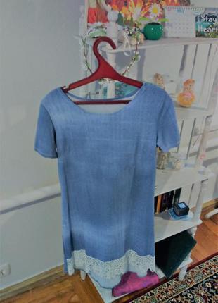 Свободное платье под джинс с кружевом