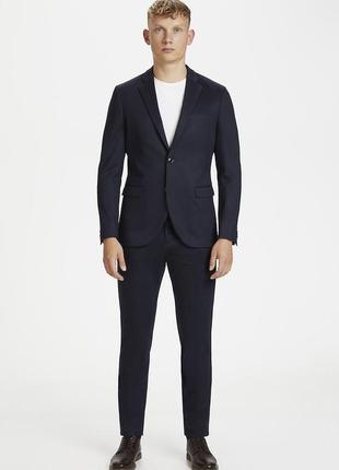 Брендовый мужской костюм в полоску