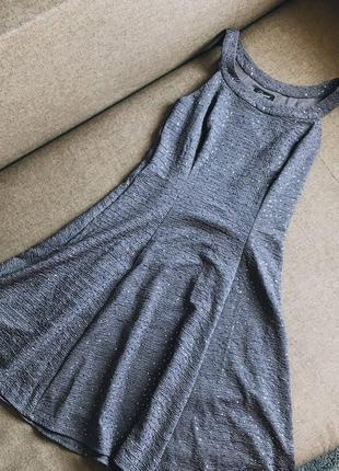 Фирменное нарядное платье с блестками