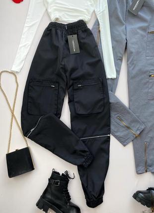 Чёрные штаны плащовка с карманами prettylittlething