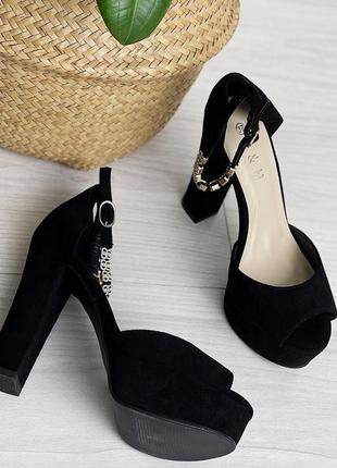 Шикарные черные босоножки на высоком каблуке