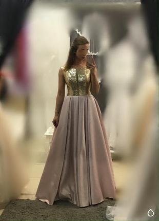 Торжественное женское платье