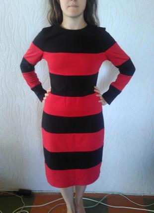 Теплое облягающее платье