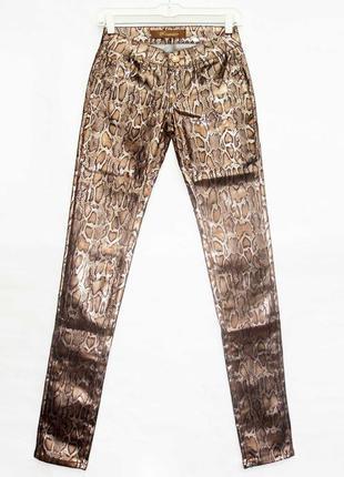 Новинка. классные брюки джинсы, змеиный принт. новые, все р-ры 25-301 фото