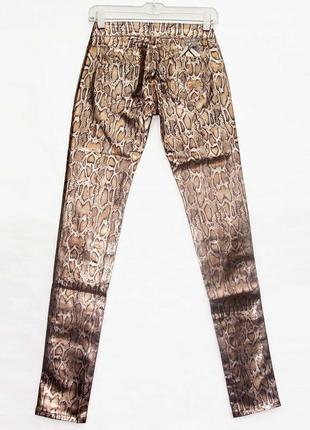 Новинка. классные брюки джинсы, змеиный принт. новые, все р-ры 25-304 фото