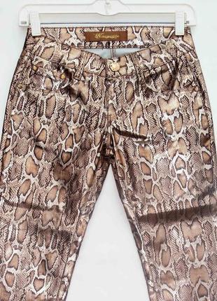 Новинка. классные брюки джинсы, змеиный принт. новые, все р-ры 25-303 фото