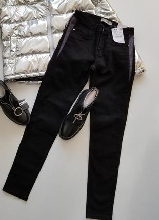 Черные джинсы zara