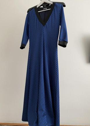 Структурное платье миди с v-образным декольте