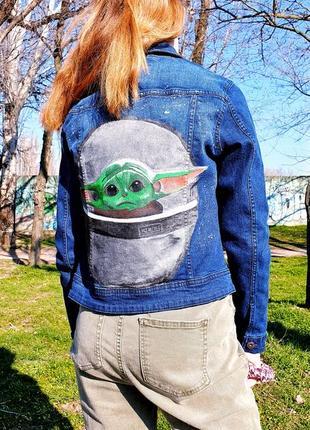 Джинсовая куртка с рисунком