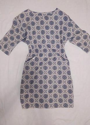 Нарядное платье с пуговками по спине