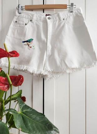 Джинсовые шорты с нашивкой от trader, m-xl