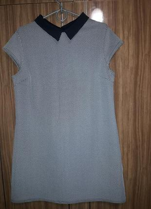 Платье из фактурной  ткани.