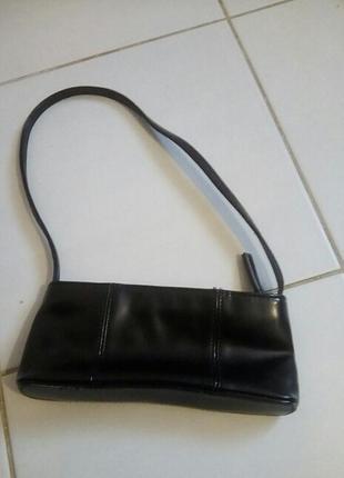 Маленькая черная сумочка от h&m