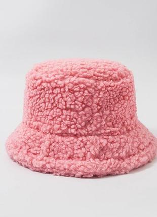 Женская меховая зимняя шапка панама теплая плюшевая (тедди, барашек, каракуль) розовый