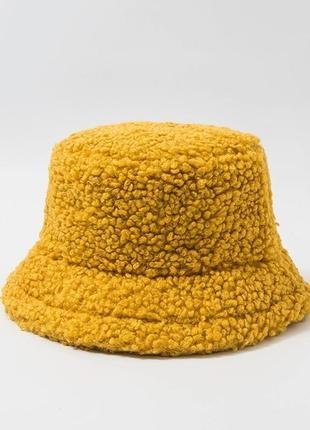 Женская меховая зимняя шапка панама теплая плюшевая (тедди, барашек, каракуль) желтая
