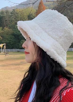 Женская меховая зимняя шапка панама теплая плюшевая  (тедди, барашек, каракуль) белая