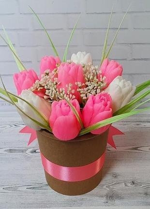 Букет из мыла ручной работы тюльпаны белые и розовые.
