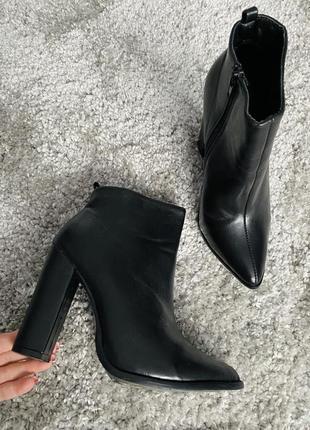 Ботильоны на высоком устойчивом каблуке/чёрные модные ботинки ботильоны