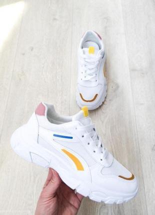 В наличии стильные кроссовки