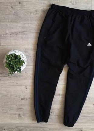 Adidas базовые спортивки из легкого материала