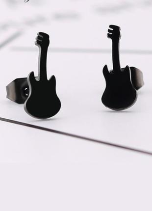 Крутые серьги гвоздики медицинская сталь гитара рок сережки
