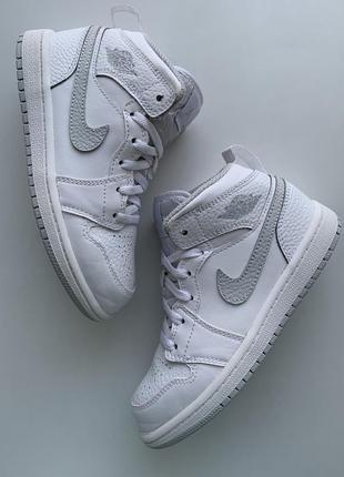 Демисезонные🍂 кроссовки,хай-топы,ботинки jordan 🔥🔥🔥 👟🍂 размер 31 (19,5 см )оригинал ❗❗❗