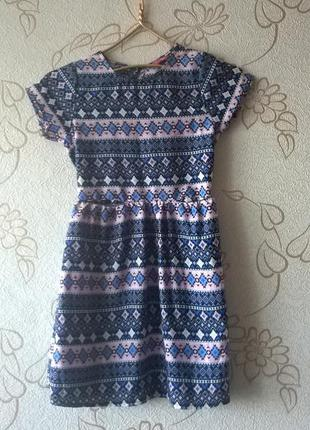 Модное платье на девочку, на рост 140см