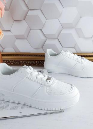 Белые форсы кроссовки