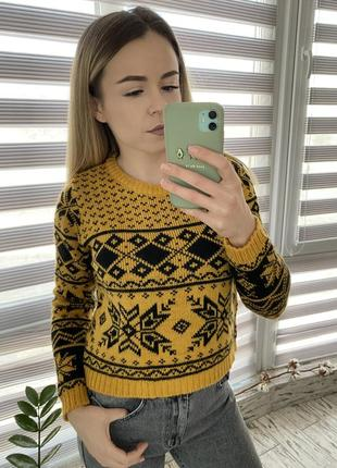 Стильный желтый свитер в орнамент 😍