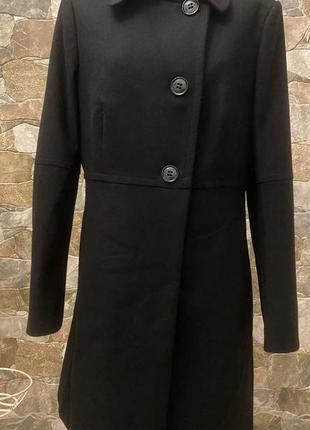 Элегантное чёрное пальто
