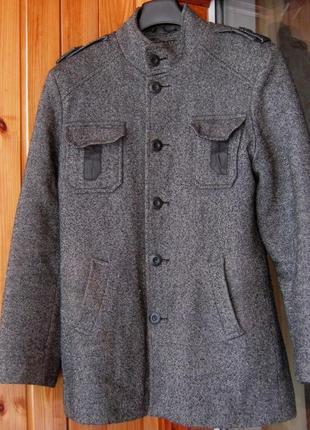 Демисезонное пальто однобортное с воротником-стойкой zirano