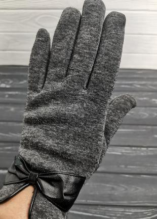 Красивые перчатки с бантиком