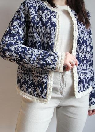 Стеганная курточка с узорами