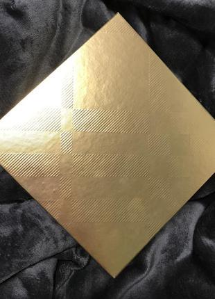 Коробка для подарков бокс упаковка оригинал брендовая burberry золотая